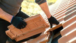 réparations doivent être faites sur une toiture